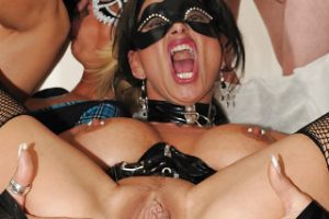 Jessy Cumbitch: Extrémní gang bang s bukkake koncem!