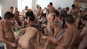 Soukromá párty mezi přáteli se promění v obrovskou orgii
